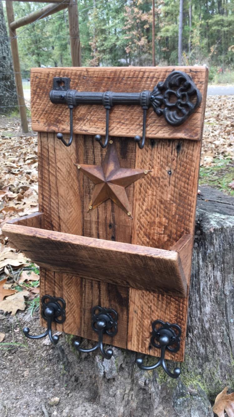 Pallet Wood Organizer Key Holder Hat Holder Smallwoodprojectsawesomeideas Wood Craft Projects Key Holder Diy Wood