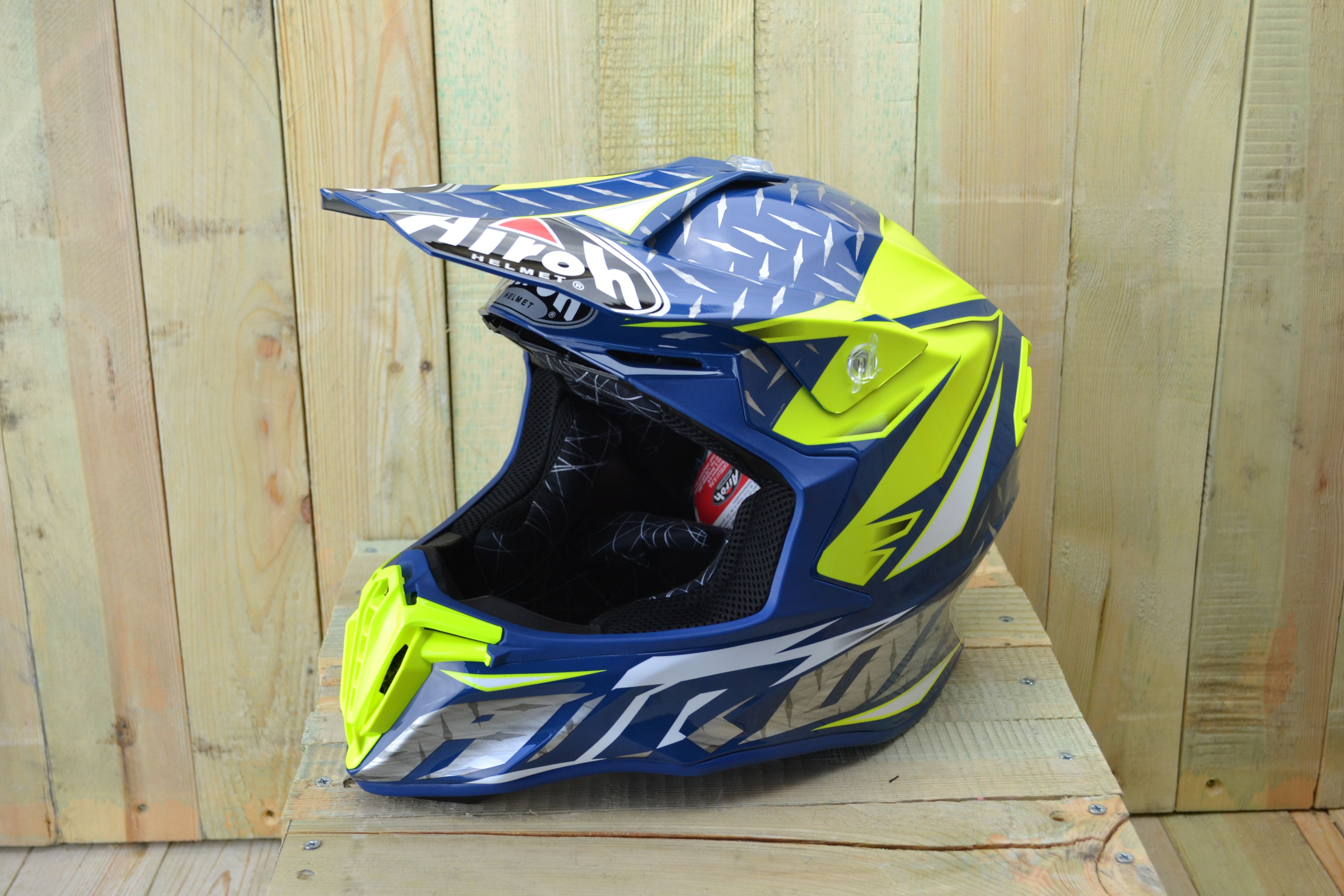 50227dcc The all new 2018 Airoh Twist is the new thermoplastic helmet developed for  the most demanding