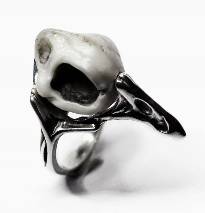 RAVEN RING | SILVER & MARBLE | STORE-MACABREGADGETS.COM #macabregadgets #finejewelry #mgjewelry #jewelry #black #fashion #sterlingsilver #silver #sculpture #ring #raven #skull #skullring #skulljewelry #bird #birdring #birdjewelry #mensfashion #mensjewelry #homme #unisex #lifestyle #pure #light #blackfashion #allblack #fashionjewelry