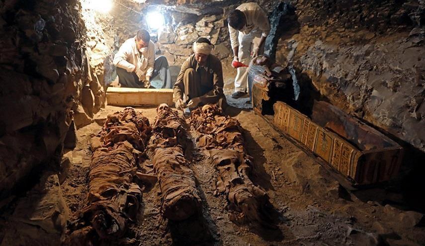قناة الکوثر الفضائیة اكتشاف مقبرة صانع الذهب للإله آمون في مصر