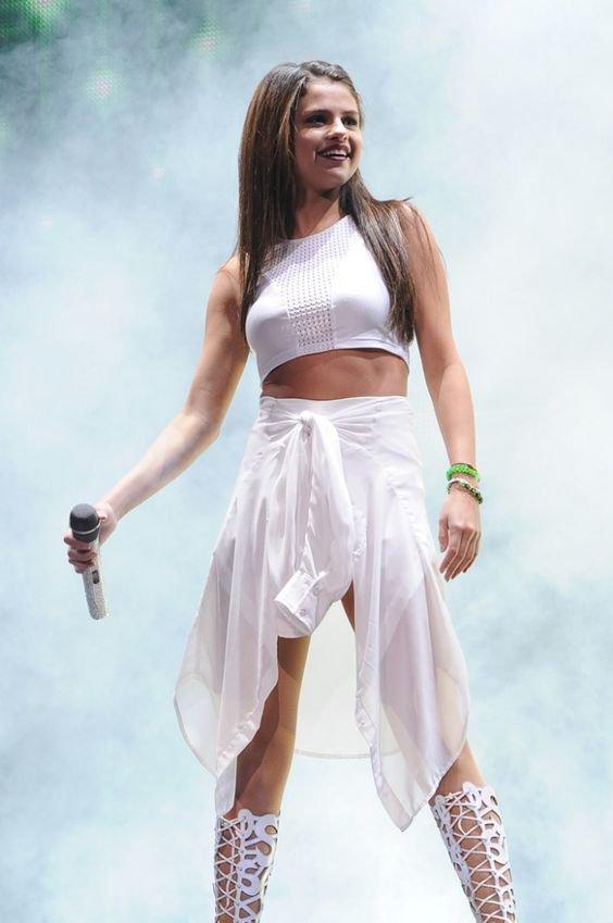 Selena Gomez (@SelenaSelenator)