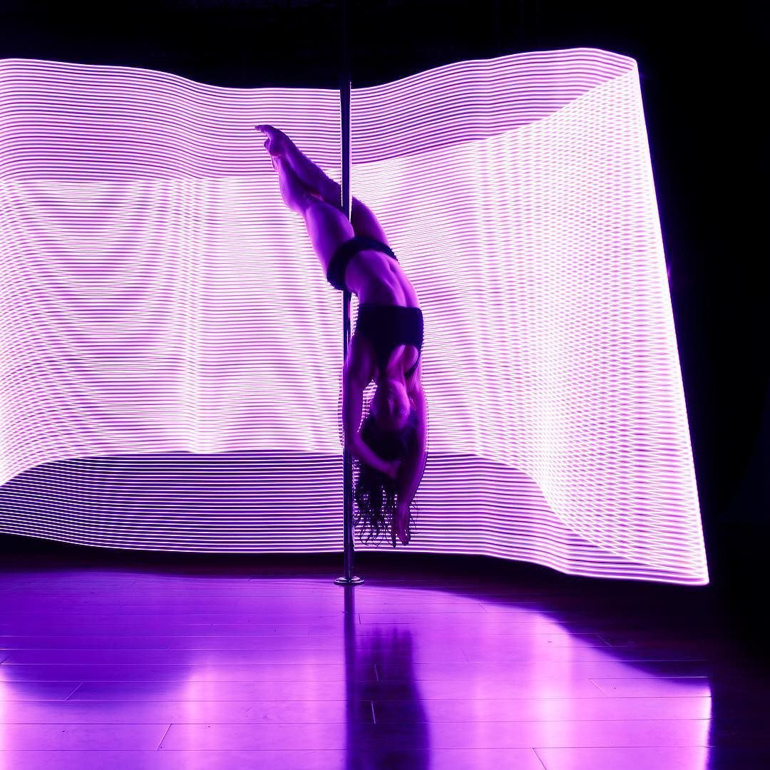 Pin By Iesu On Dance Silhouettes Images Pics Paintings Drawings Of Women Pole Art Light Painting Light Of Life