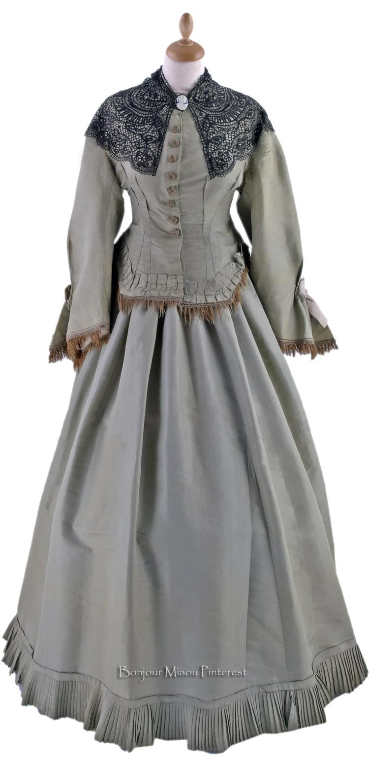 Walking dress, possibly British, ca. 1865. Wooden buttons covered with gold thread over white silk floss are from an earlier era. Black lace fichu is not original to the outfit. Museo del Costume e della Moda Siciliana via Cultura Italia