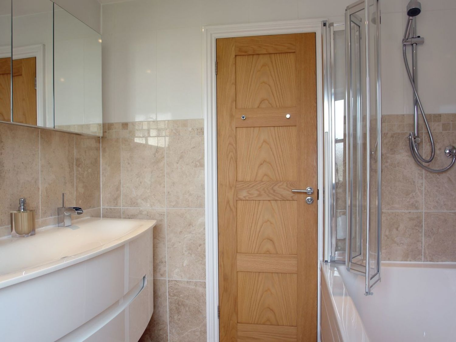 Another Bathroom Fitted By Revamp St Albans Based Revamp Working Together With Hammonds Bathroom Heating Can Manage All Aspects Of B Bathroom Bathtub Storage