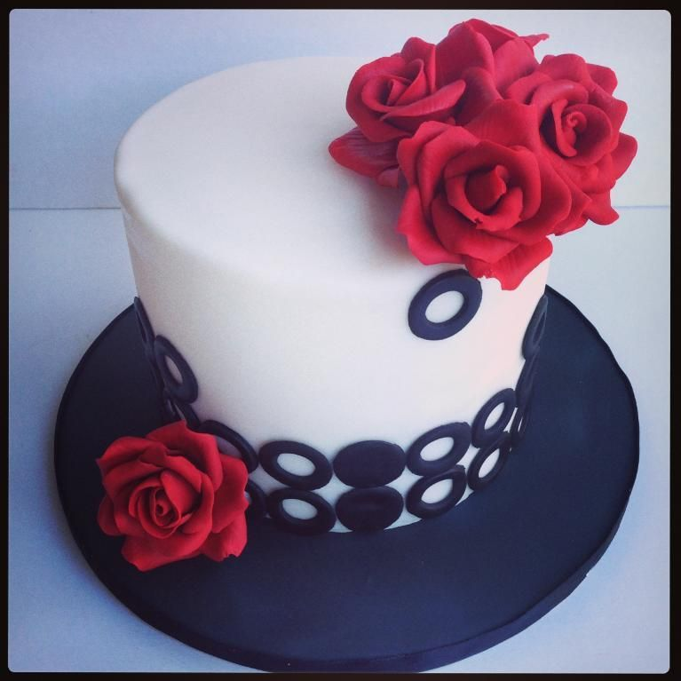 Cake Decoration Roses : Red Roses Cake by Mamabakescakes Cake Decorating Ideas ...
