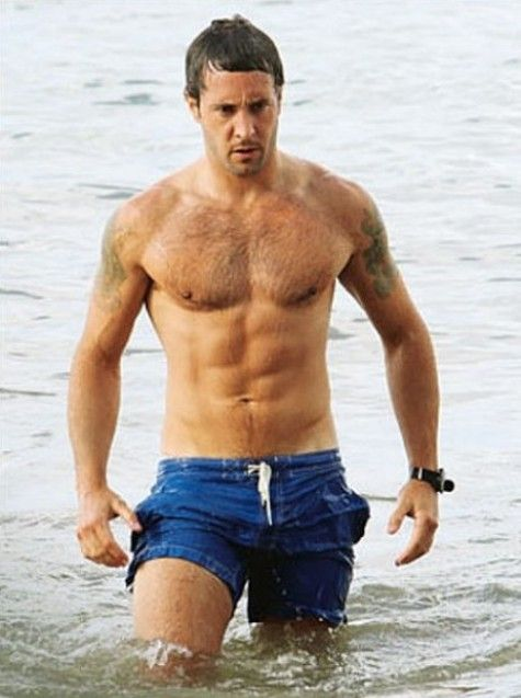 Alex O'Loughlin - shirtless, wet and abs-olutely heating up H50