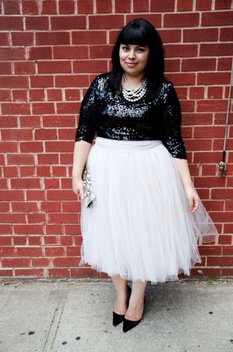 This outfit is so chic & it will work for any body type! Personally, I would just change the order of color...and make the top white and skirt black!! <3