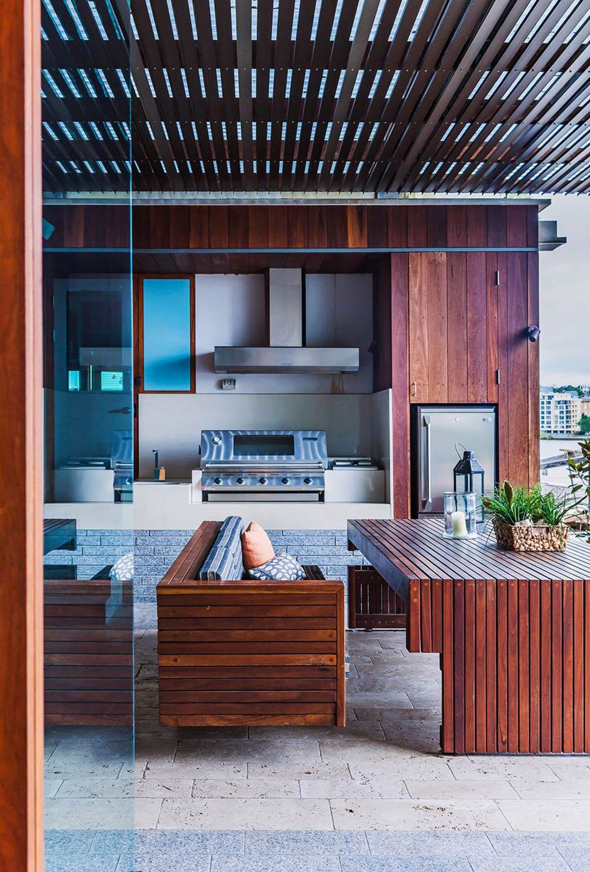 8 tips for designing the ultimate outdoor kitchen Modern