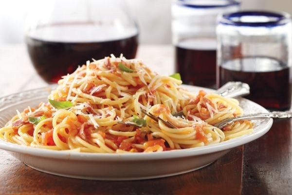 Spaghetti With Amatriciana Sauce   Amatriciana sauce. Food recipes. Dinner dishes