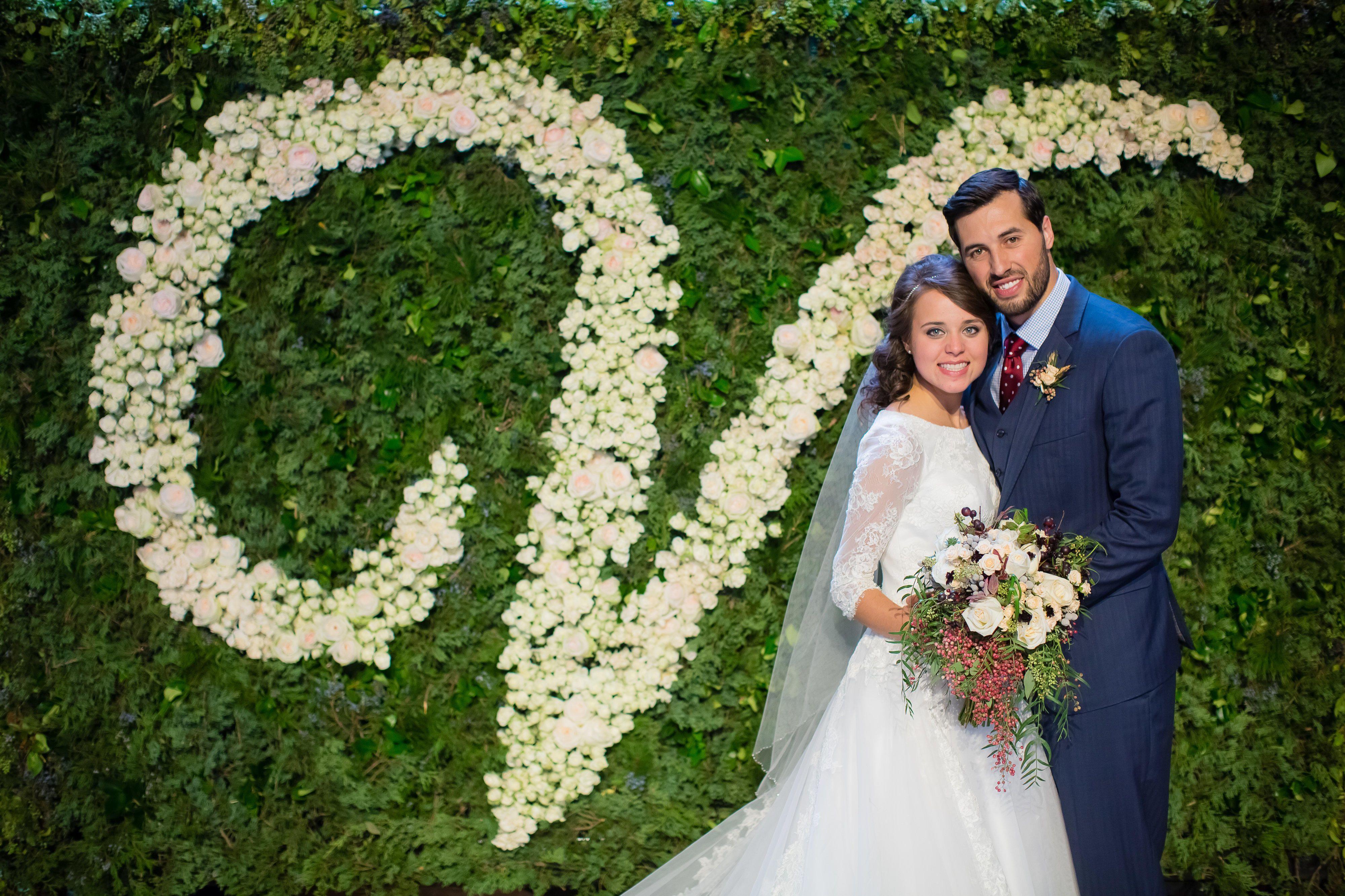 Tlc Official Site Duggar Wedding Jinger Duggar Wedding Flower Wall Wedding