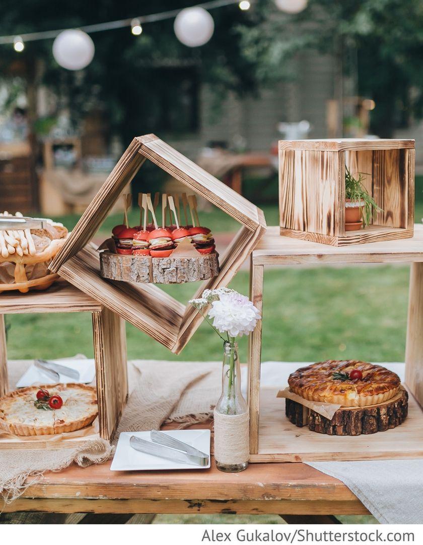 Deko Buffet aus Holzkisten für Party für Hochzeit | Die Dekoration ...