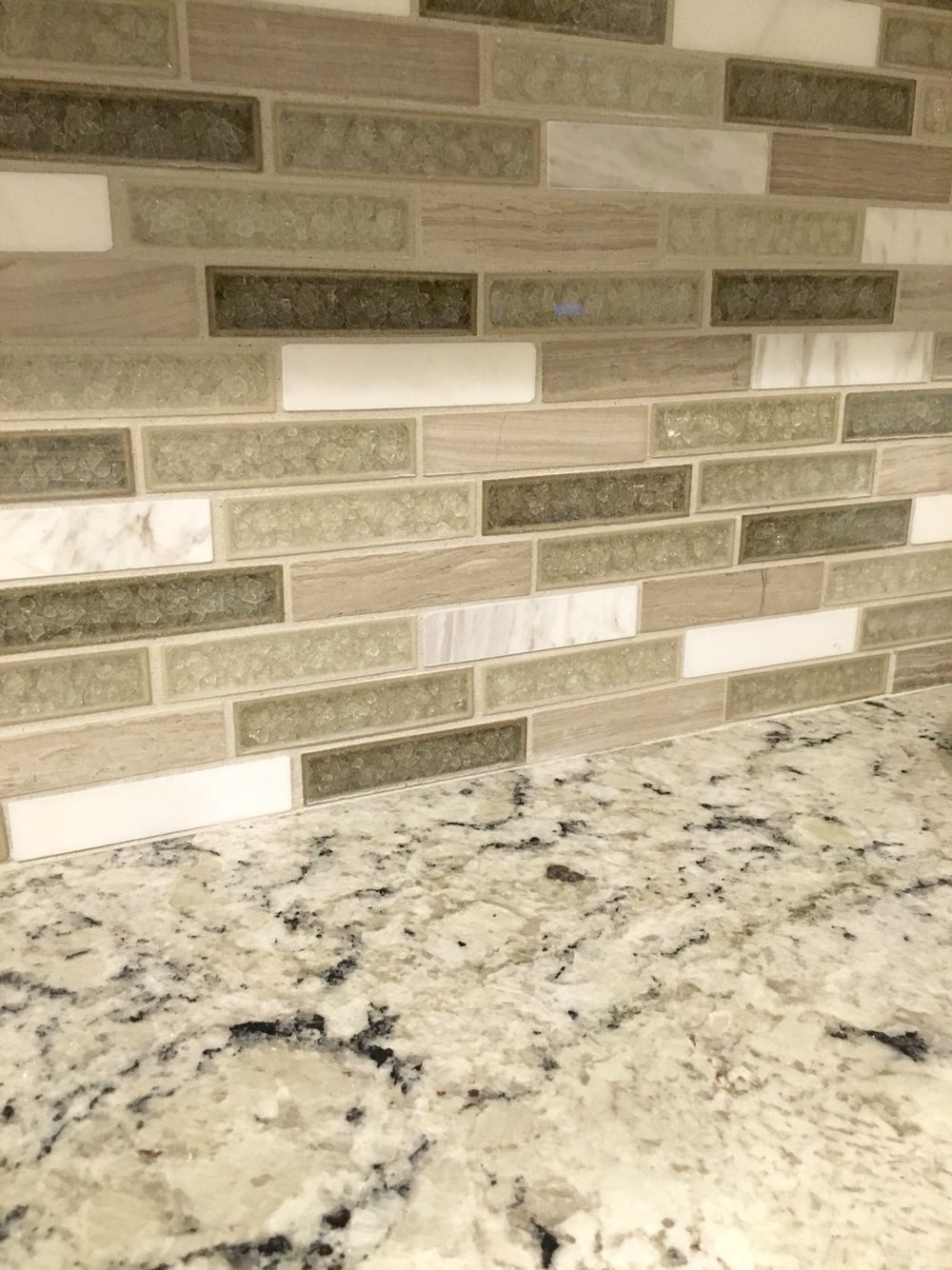 White delicatus granite with crystal cliff backsplash tile kitchen pinterest granite - Backsplash with granite countertops ...