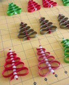Band und Perlen zu einem Tannenbaum. Das ist ein ideales Weihnachtsgeschenk( Engerl und Bengerl)