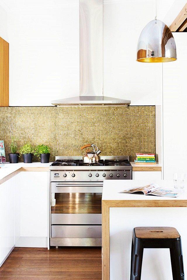 Beau Modern Kitchen With Metalic Backsplash, A Metalic Pendant Light And White  Cabinents