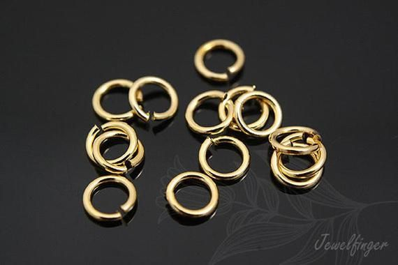 Base material : SteelSize : Thickness 0.7 mm, Diameter 3 mmTreatment : Gold PlatedSold per pkg of : 10 gram