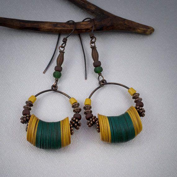African copper hoop earrings • vinyl heishi beads • Vulcanite • yellow • green • tribal • ethnic jewelry • nomad • primitive • entre2et7