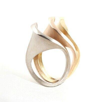 Wave-like rings in three metals.