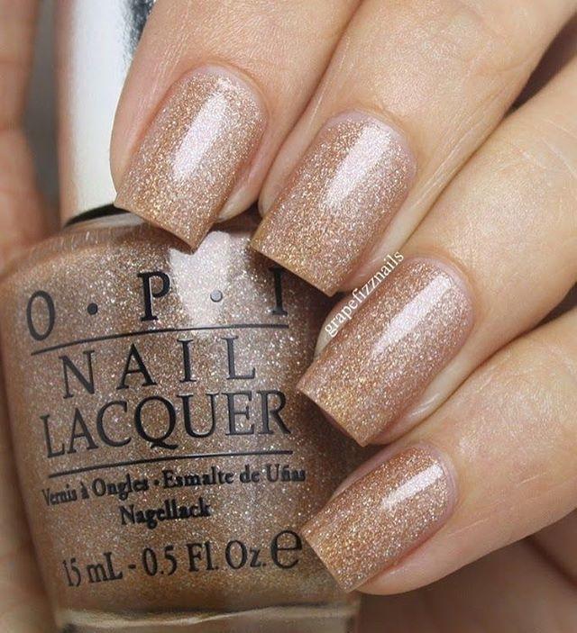 I wouldn't mind this glittery nail art