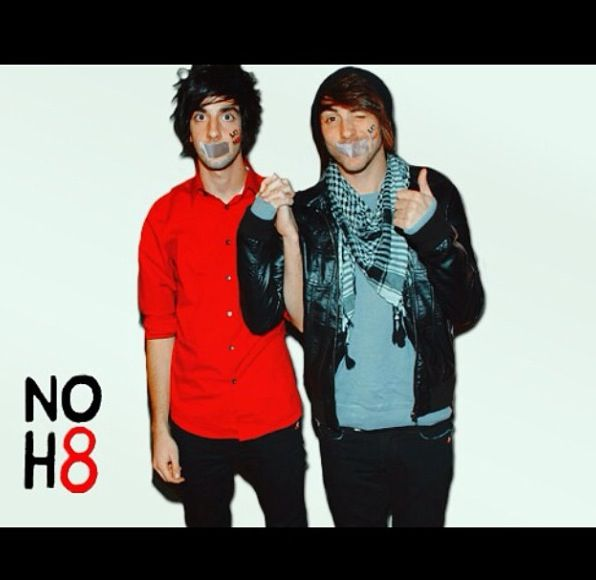 No H8: Alex Gaskarth and Jack Barakat. AWWW they're holding hands!!:>