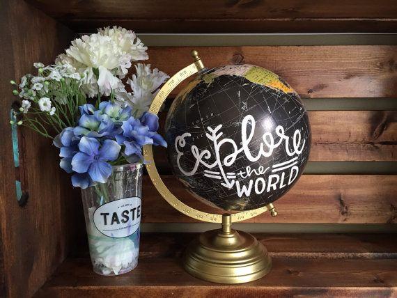 Peint à la main Globe « Explore le monde »