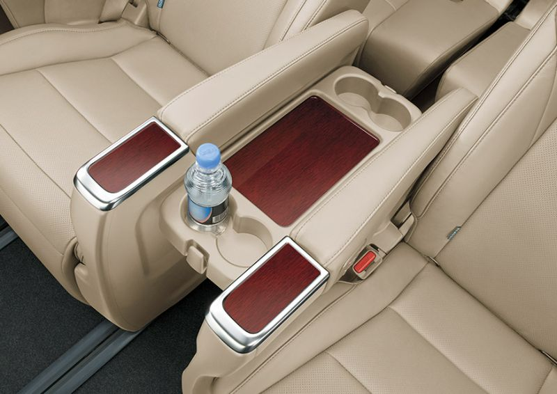 Toyota Alphard 2,5G - Interior - Seat and bottle holder - First Class Comfort for The Family - AUTO2000