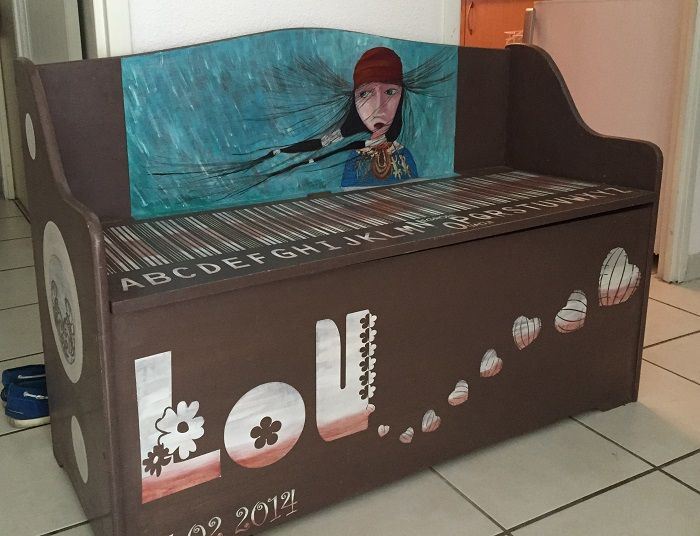 coffre jouet enfant - meuble peint - ame et pinceaux - Artisan peintre décorateur Toulouse http://ame-et-pinceaux.com/meubles-peints-patine-toulouse/peinture-meuble-meubles-peints-toulouse