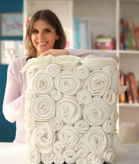 Faça-você-mesmo: customize seu pufe com incríveis flores de feltro - Casa.com.br