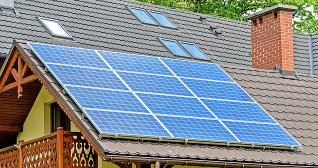 How To Clean Solar Panels Clean Solar Panels For Best Home Maintenance Diy Steps To Clean Solar Panels A Small Solar Panels Solar Panels Solar Installation