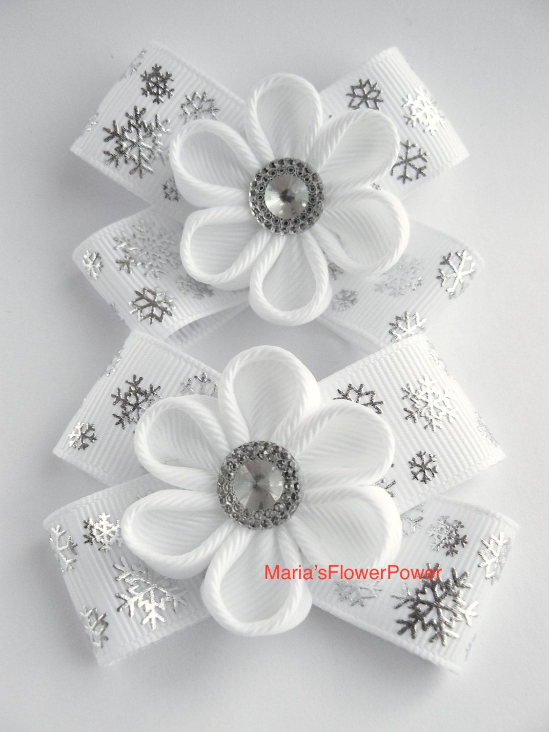 Items similar to Handmade Kanzashi girls toddler baby hair clips bows- buy in UK,shipping worldwide- Snowflakes Christmas hair accessories on Etsy