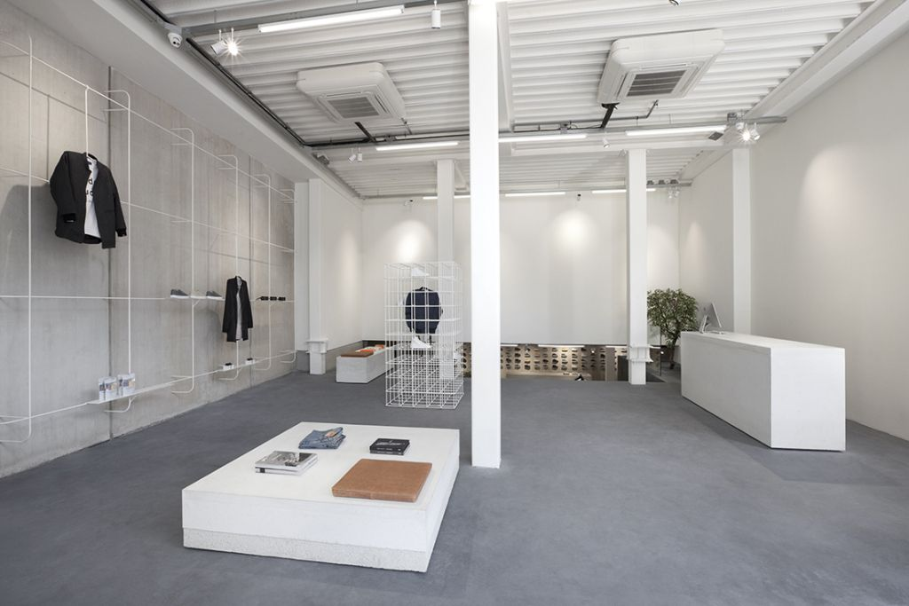 Retail Interior ETQ Opens Its First Flagship In Amsterdam