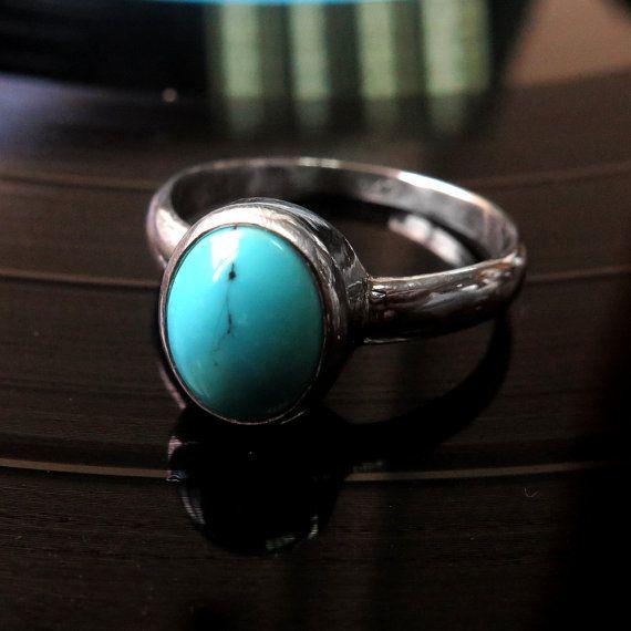 BESONDERE VON TÜR ZU TÜR VERSANDKOSTENFREI!  ♥ ist dies ein Türkis Ring, aus 925 Sterling Silber und Türkis Edelstein.  Dieser schöne blau türkise Ring ist ideal für Alltagslook sowie für einen spektakulären Abend-Look. Türkis, wie bekannt als Dezember Birthstone ist Himmelblau, heute genannt Persisch blau.  Wählen Sie Ihren Edelstein: Opal blau / türkis / rot Granat.  Abmessungen: -Ring Größenoptionen: 4US 12us mit Mitte-Größen -Türkis Edelstein: 10mm x 8mm elliptische Stein   k...