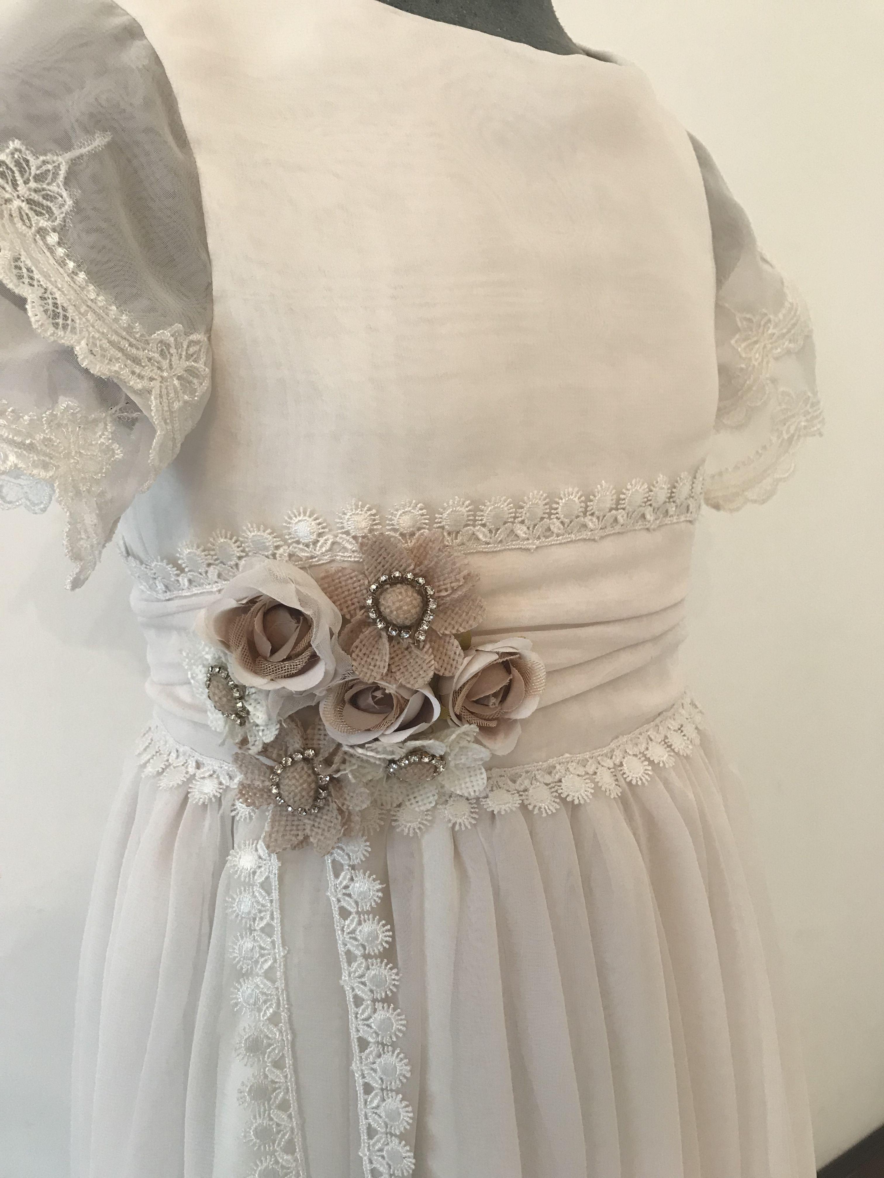 498486a88f Vestido de primera comunión Material  seda