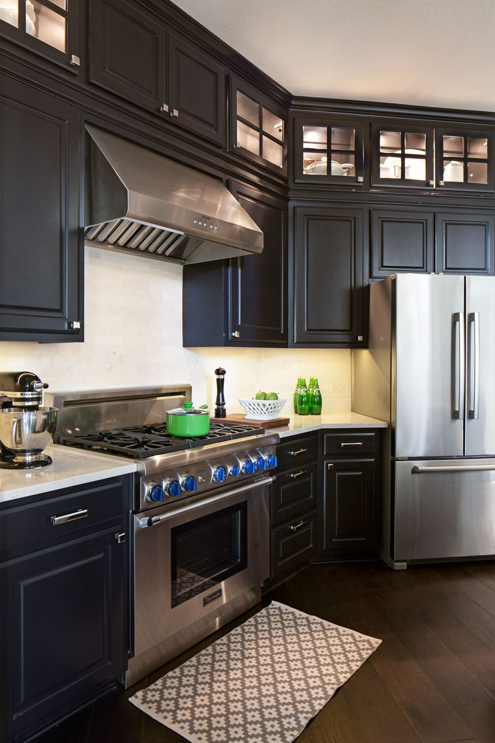 i really like when the cabinets go all the way to the ceiling esp with the french windows to on kitchen cabinets to the ceiling id=39035
