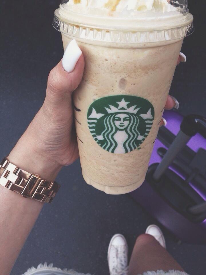 фото кофе старбакс в женских руках в машине цена минимальный