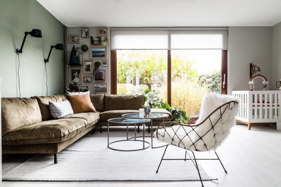Groene Wand Woonkamer : Vtwonen verhuist u2022 neem een kijkje in de woonkamer met groene wand