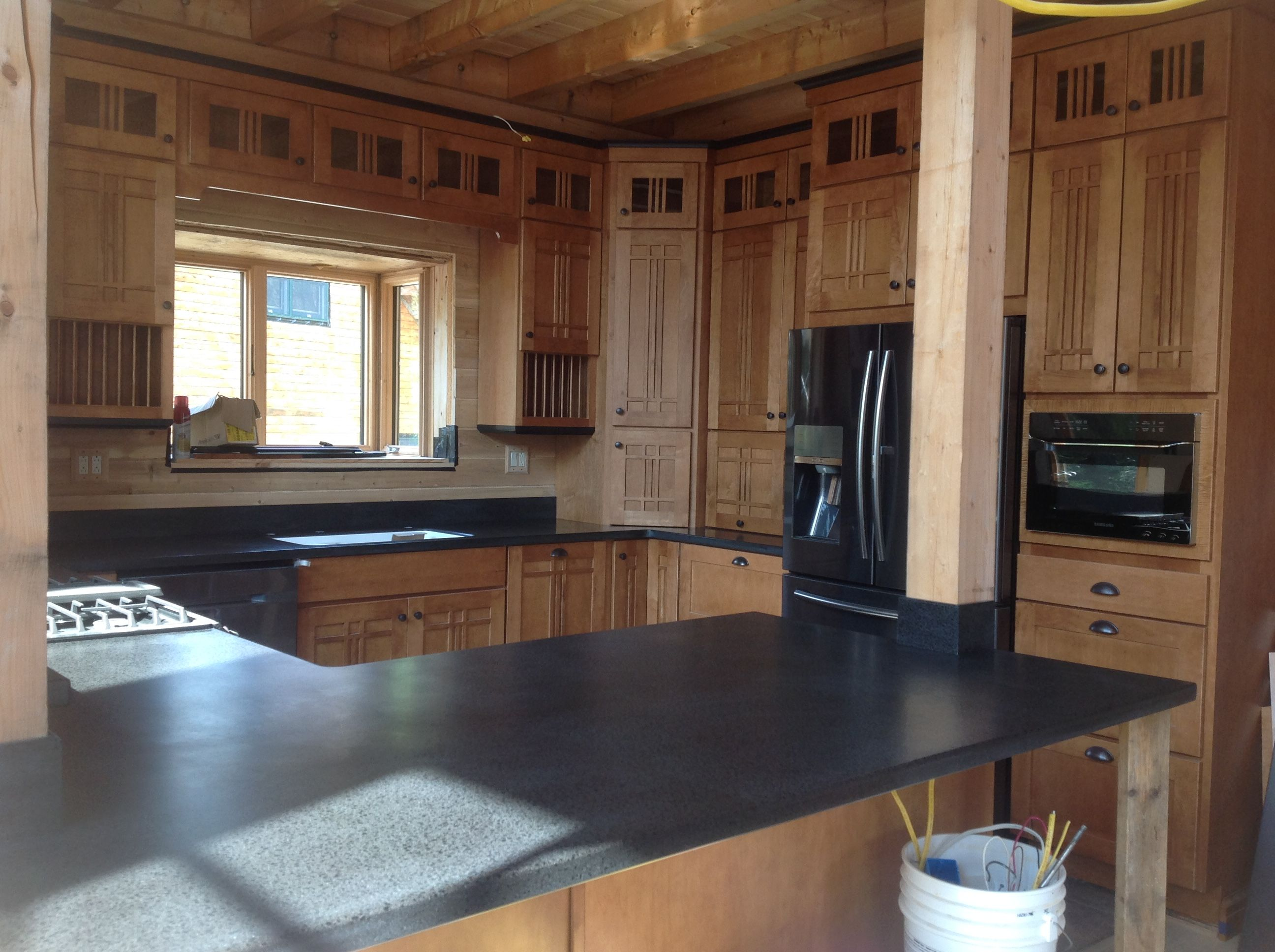 Merveilleux Schuler Maple Kitchen Cabinets In Artisan Door Style With Chestnut Stain In  Log Home