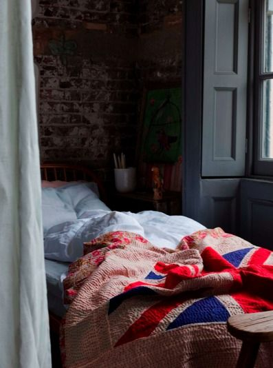 rumpled quilts #quartos #bedrooms #rusticos #tijolos #rustic #rooms