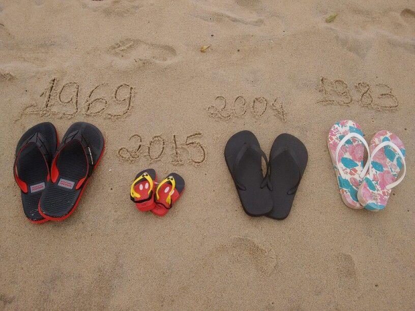 Nascimento do bebê. Chinelos na areia