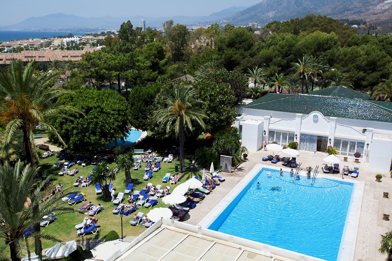Los Monteros Hotel & Spa ofrece piscina al aire libre, y una amplia zona de jardines.