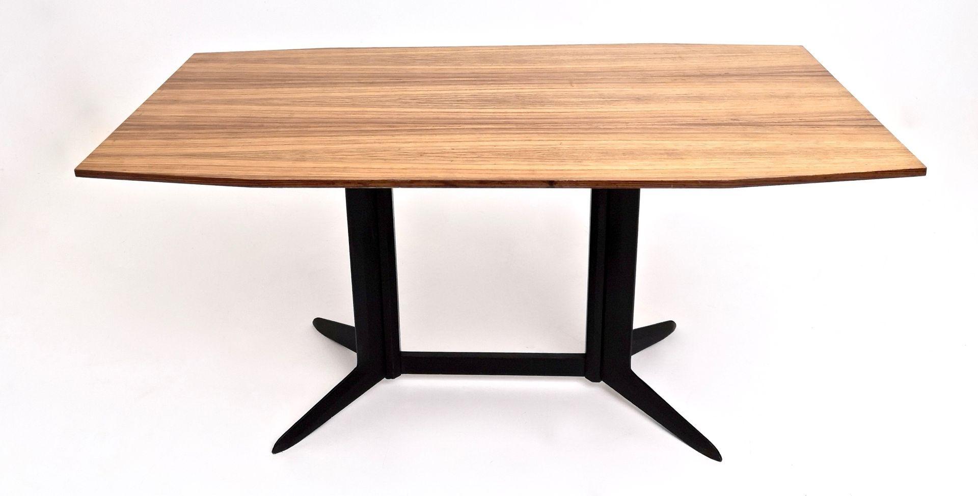 Esstisch Mit Ebonisiertem Holzgestell Platte Aus Zebrano