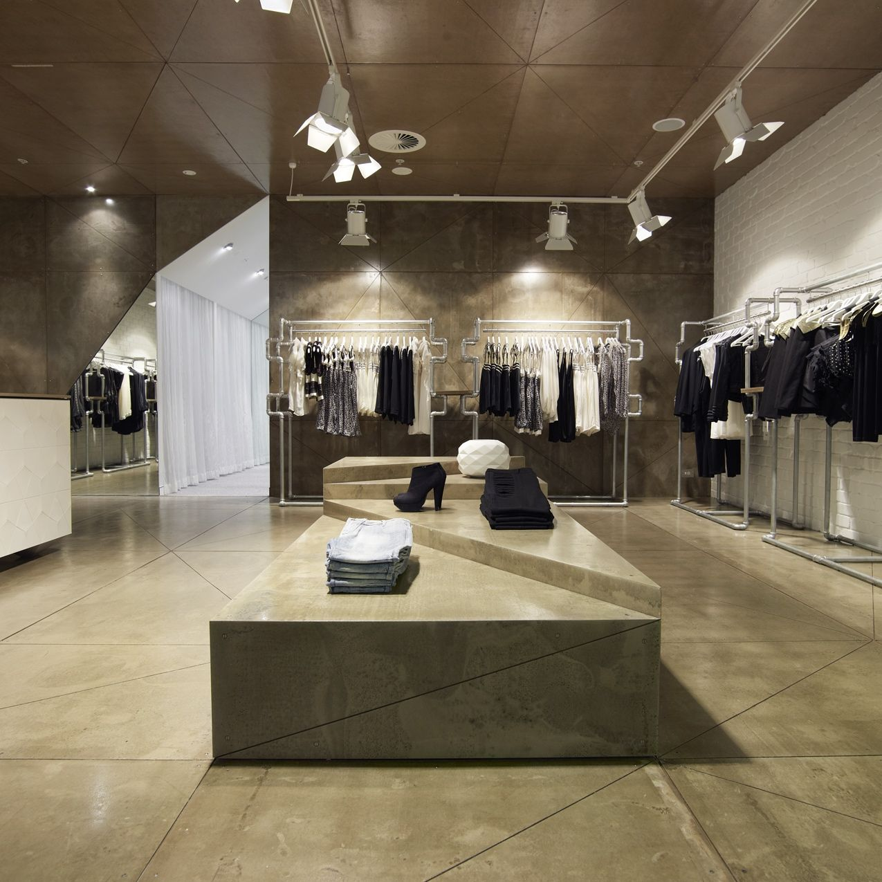 Light Warehouse Sydney: Sydney Interior Designers