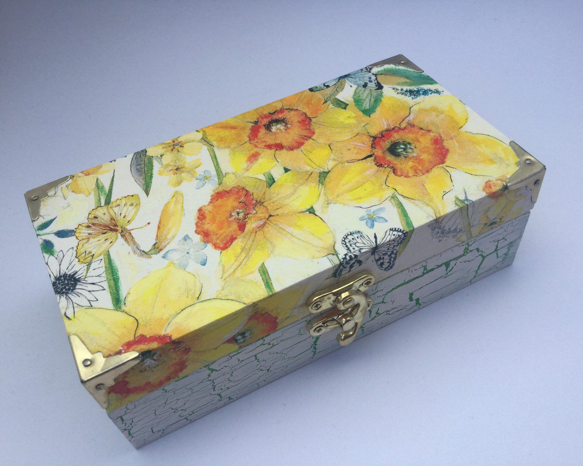 Excited To Share This Item From My Etsy Shop Yellow Daffodil Decorated Keepsake Box Hand Painted And Decoupage Techni Caixas Decoradas Bijuterias Artesanato
