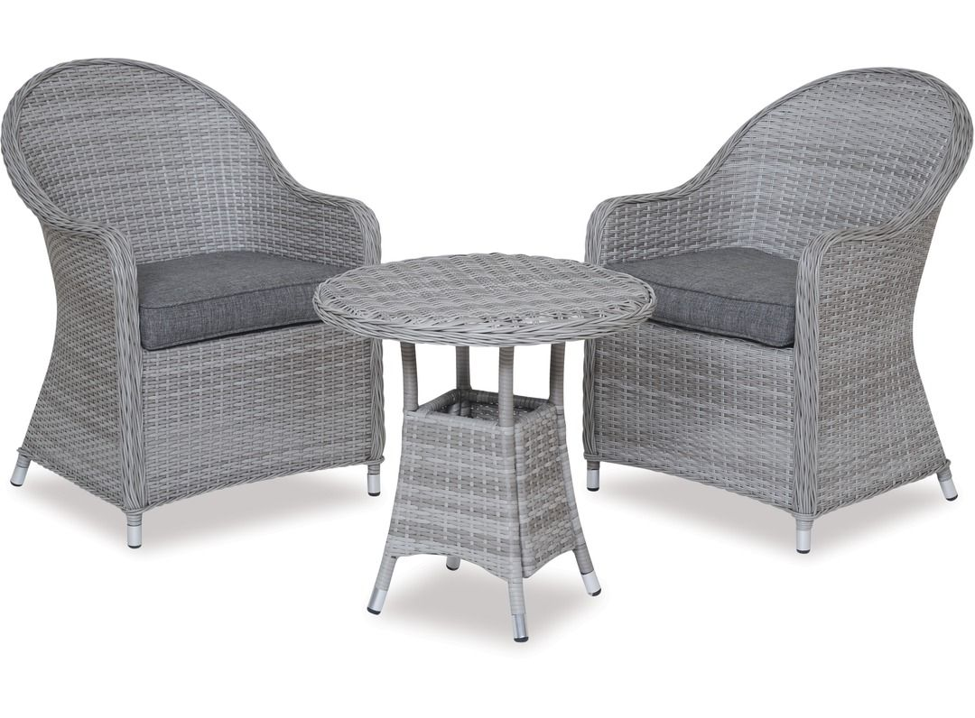 The Baja 600 round table and Cabo chairs are a great