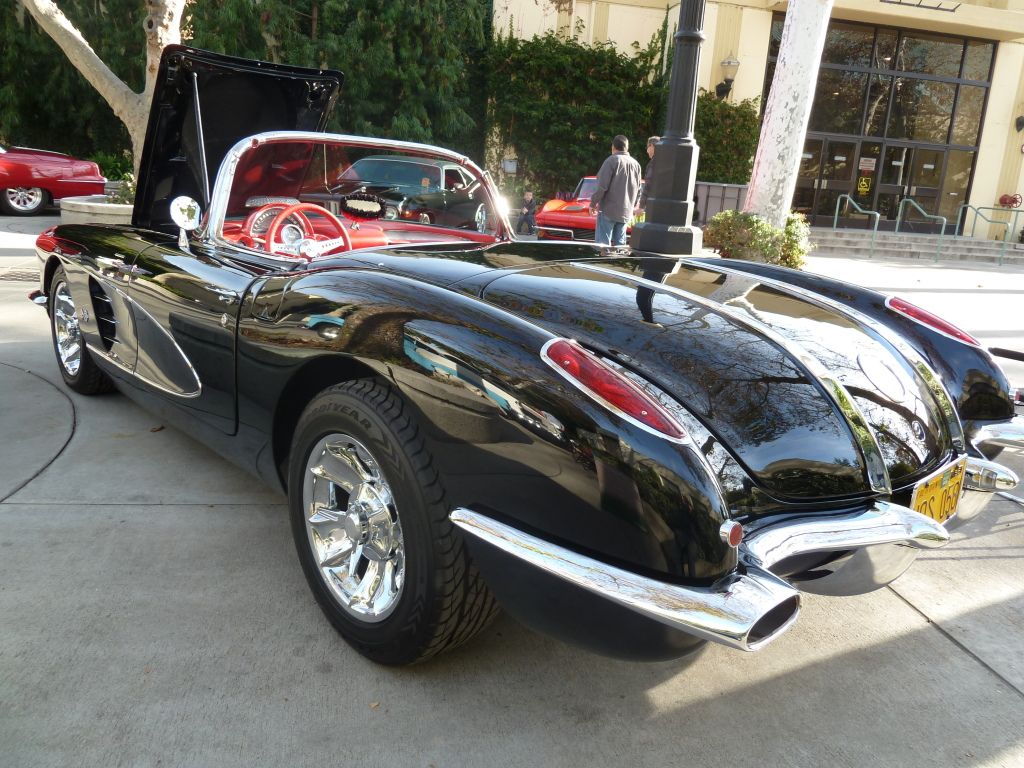 1958 corvette now that s a sports car and they