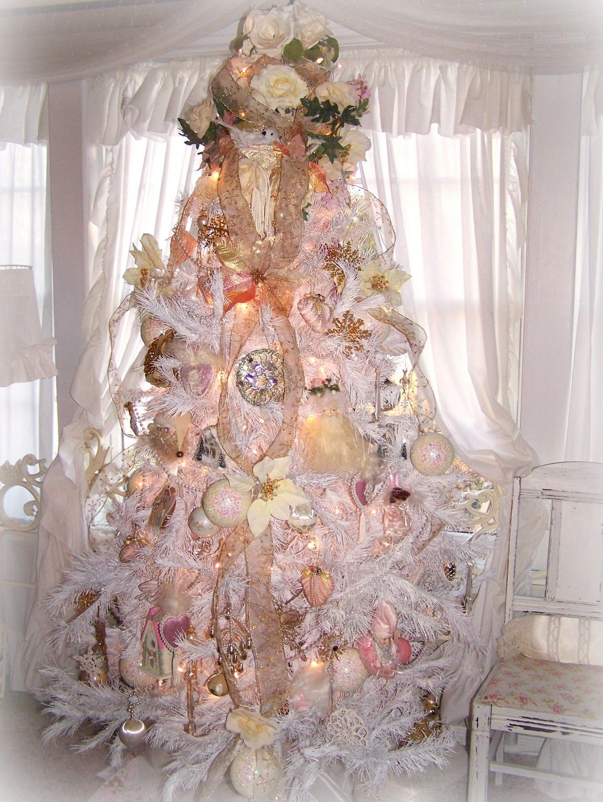shabby chic christmas shabby pink christmas and christmas tree. Black Bedroom Furniture Sets. Home Design Ideas