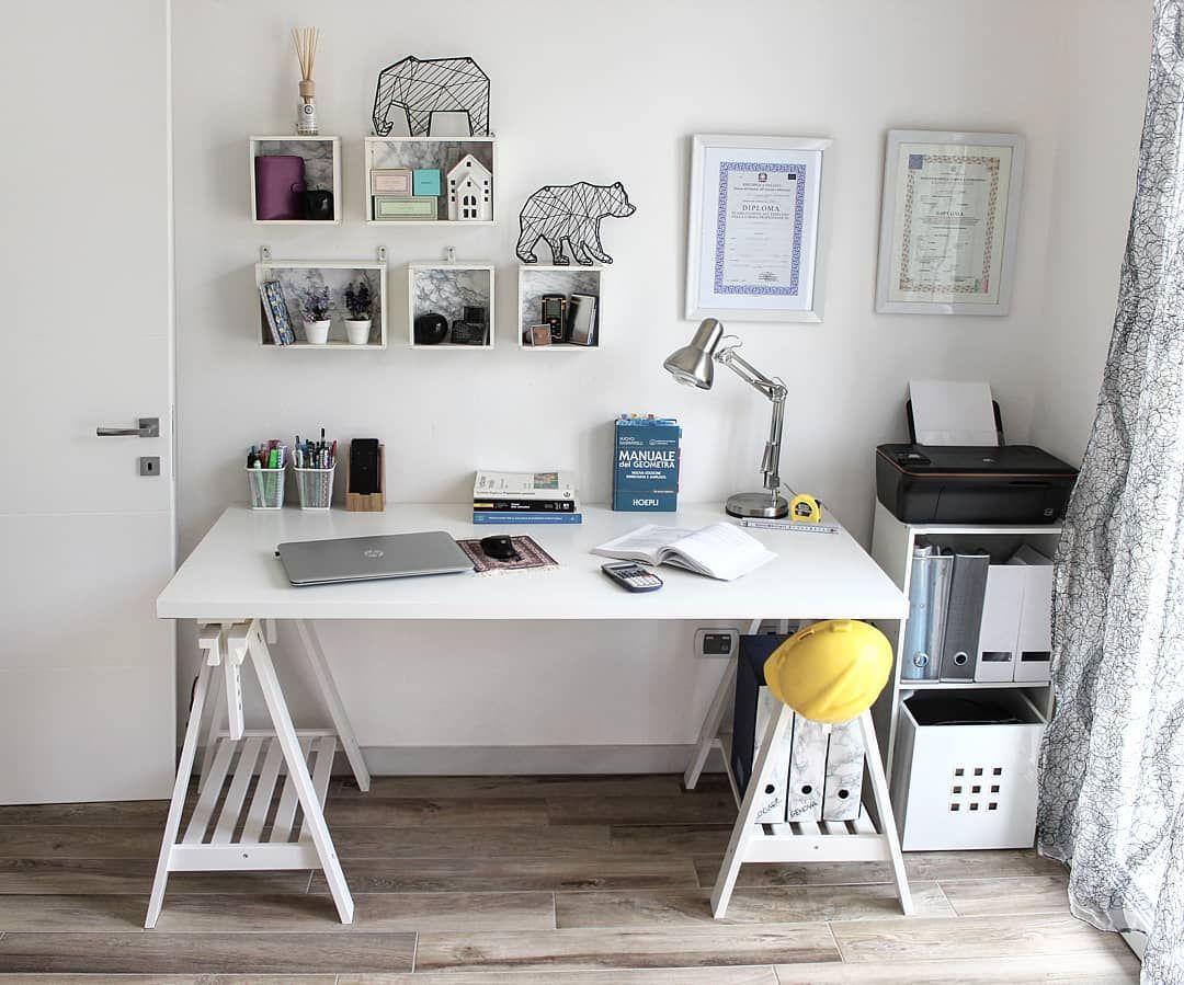 Scrivania con cavalletti ikea arredamento ufficio desk setup