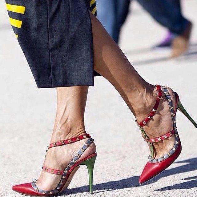 abd6117c891 Explorez Chaussures De Fantaisie et plus encore ! Valentino Rockstuds  snapped during Paris Fashion WEek