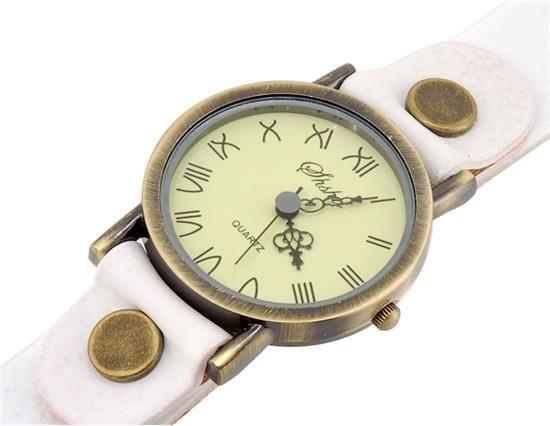 Reloj estilo Retro, con correa de alta calidad, resistente al agua. Disponible en correa blanca y negra  Precio: S/. 45.00