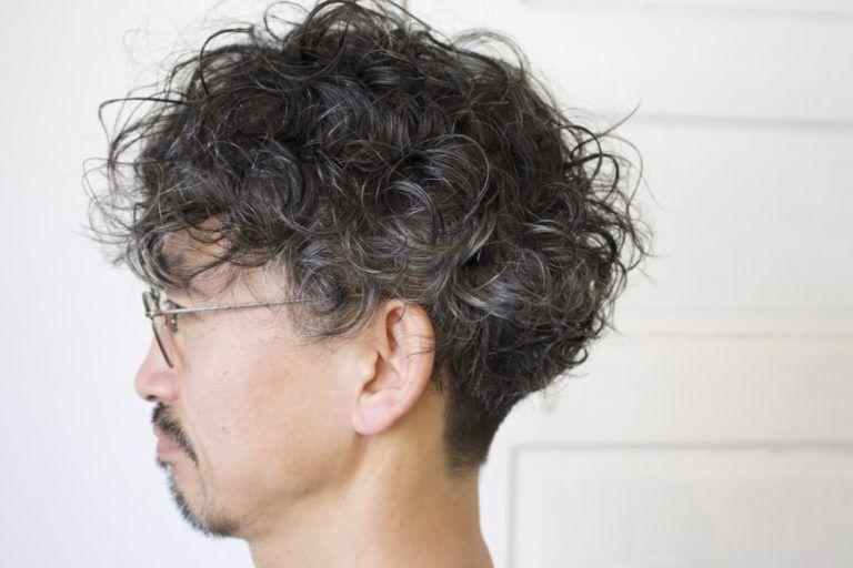 黒髪 パーマ 男