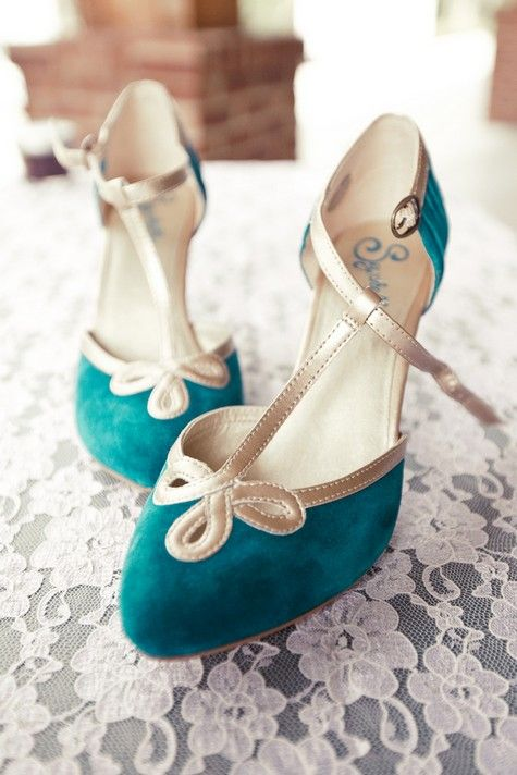 Vintage style wedding shoes for your something blue!